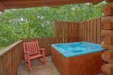 Private Hat Tub 1 Bedroom Cabin Sleeps 6