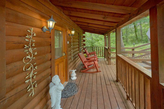 1 Bedroom Cabin Sleeps 6 with Rocking Chairs - Jasmine's Retreat