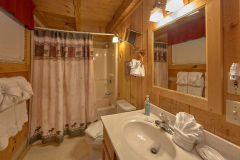 2 Bedroom cabin with Private Master Bathroom - Just Barely Making It