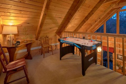 2 bedroom cabin with Air Hockey Game - Just Barely Making It