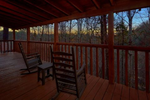 2 Bedroom cabin with wooded View from deck - Just Barely Making It
