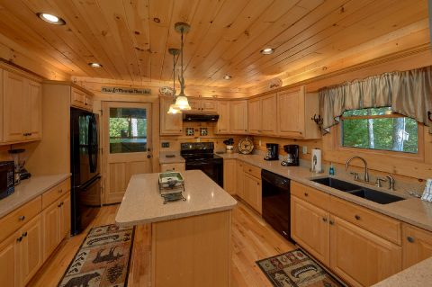 Large 6 Bedroom 6 Bath Cabin Sleeps 18 - KenKnight's Wilderness Lodge