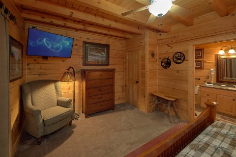 Large Open Floor Plan 6 Bedroom Cabin Sleeps 18 - KenKnight's Wilderness Lodge