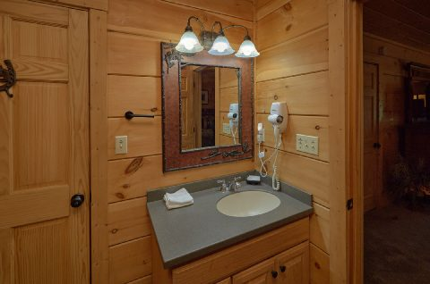 Spacious Bathrooms 6 Bedroom 6 Bath - KenKnight's Wilderness Lodge