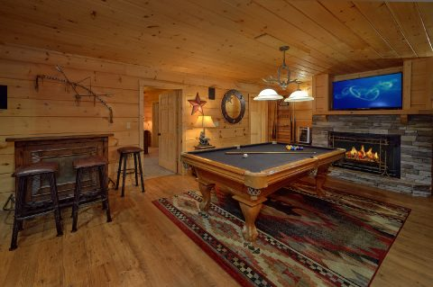 Large Game Room with Pool Table 6 Bedroom Cabin - KenKnight's Wilderness Lodge