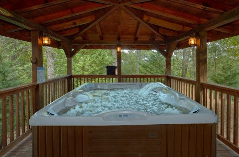 2 Private Hot Tubs 6 Bedroom Cabin Sleeps 18 - KenKnight's Wilderness Lodge