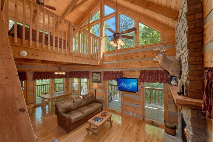 Spacious one bedroom cabin with 2 Fireplaces - Kicked Back Creekside
