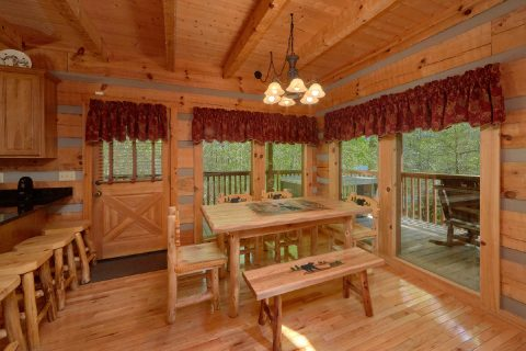 Wears Valley cabin with an eat-in dining room - Kicked Back Creekside