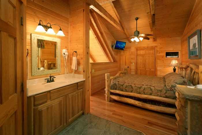 1 Bedroom cabin with a King bed in loft - Kicked Back Creekside