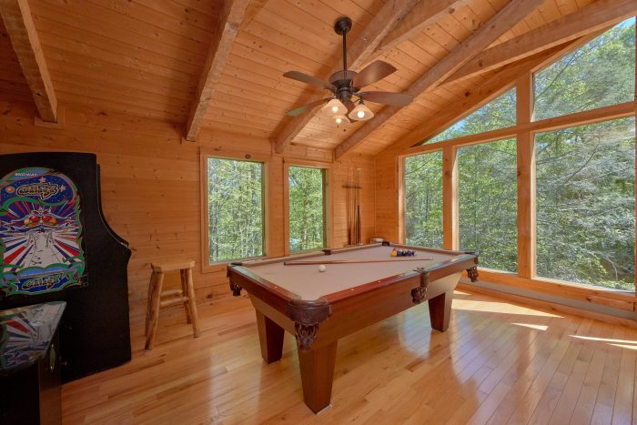 Private cabin with Pool table and Game room Loft - Kicked Back Creekside