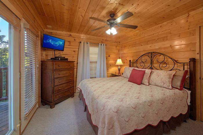 Luxury Cabin Rental with 4 Master Suites - Knockin' On Heaven's Door