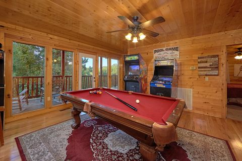 4 Bedroom Cabin with Pool Table and Game Room - Knockin' On Heaven's Door
