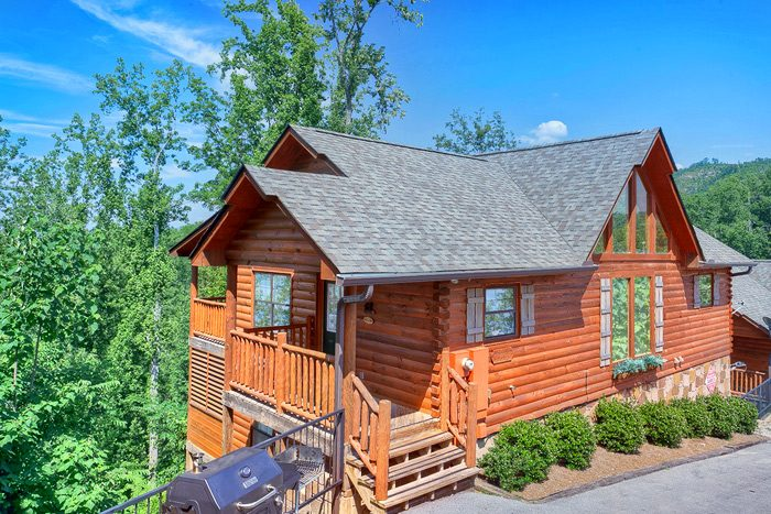 Cabin with 4 Bedrooms and Resort Swimming Pool - Knockin' On Heaven's Door