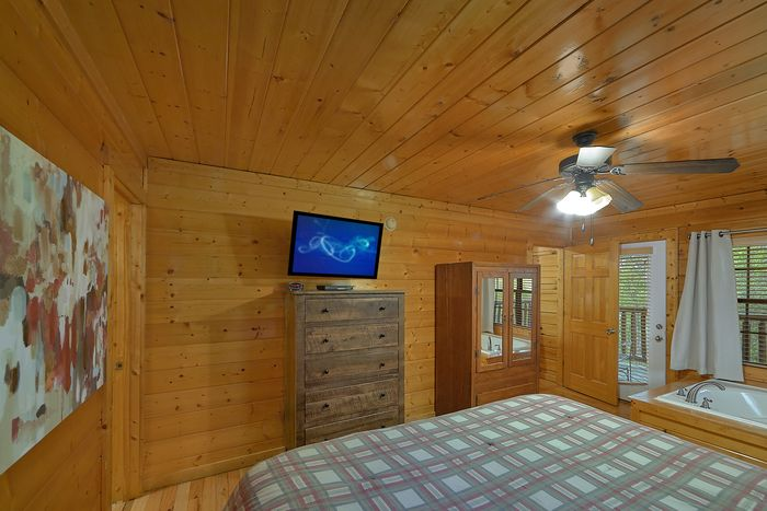Master Suite with TV, Jacuzzi and Private Bath - Knockin' On Heaven's Door