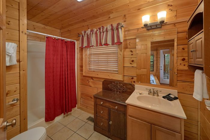 Master Bedroom with Private Bath and Jacuzzi - Knockin' On Heaven's Door