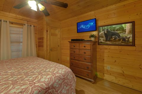Cabin with 4 Private King Bedrooms - Knockin' On Heaven's Door