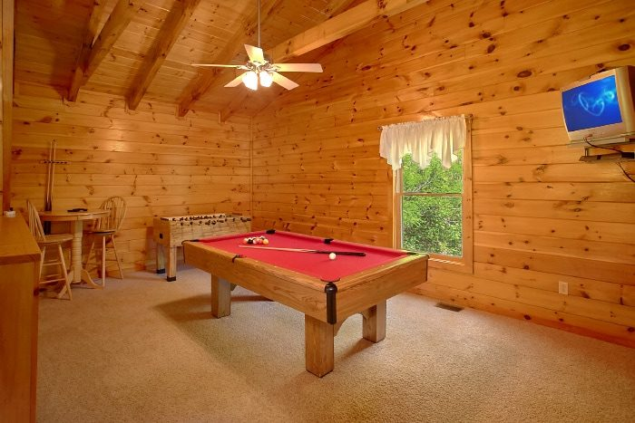 Honeymoon Cabin that Features a Pool Table - Knotty and Nice