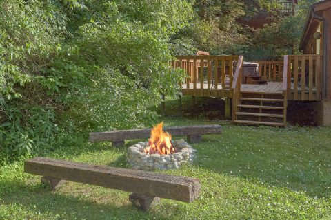 Rustic 3 bedroom cabin with outdoor fire pit - Lacey's Lodge