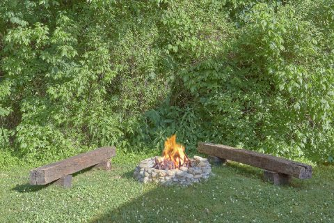 3 bedroom cabin rental with Fire Pit and Hot Tub - Lacey's Lodge