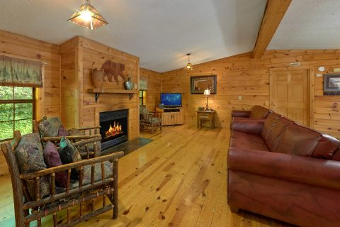 Luxury Cabin with a Fully Furnished Living Room - Lacey's Lodge