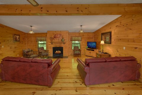 3 bedroom cabin with fireplace and sleeper sofa - Lacey's Lodge