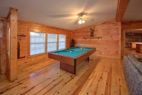 3 bedroom cabin rental with pool table - Lacey's Lodge