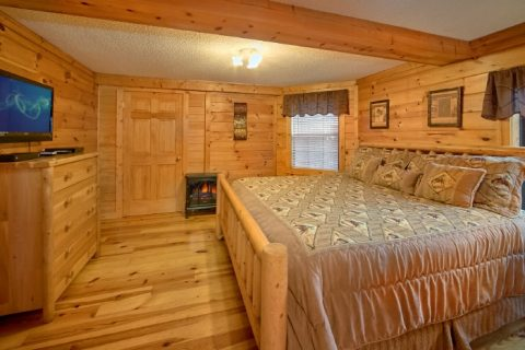 Luxury 3 Bedroom Cabin with Jacuzzi Tub - Lacey's Lodge