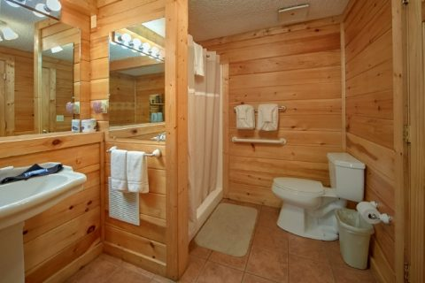 Pigeon Forge Cabin with 3 Bedrooms and 2 baths - Lacey's Lodge