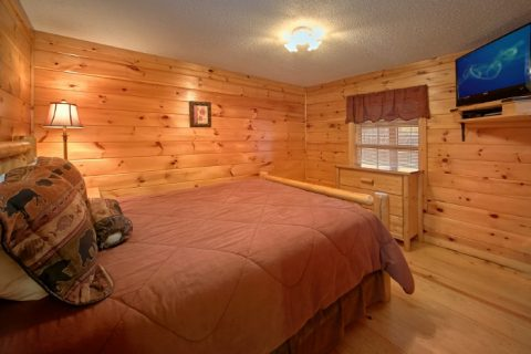 Luxury PIgeon Forge 3 Bedroom cabin with Hot Tub - Lacey's Lodge
