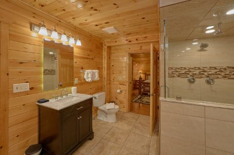 Luxurious Private master Bath in King Bedroom - Laurel Manor