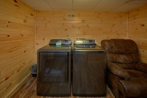 4 Bedroom Cabin with Full size washer and dryer - Laurel Manor