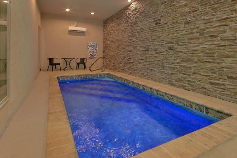 Heated indoor pool in 2 bedroom resort cabin - Laurel Splash