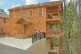 Spacious 2 bedroom cabin with private pool