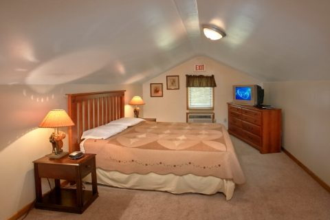 6 Bedroom Cabin Furnished with TV's - Lazy Days Lodge