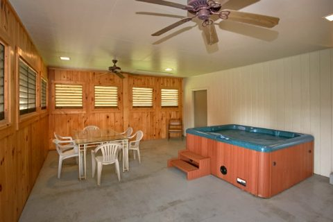 Luxury 6 Bedroom Cabin with Cozy Hot Tub - Lazy Days Lodge