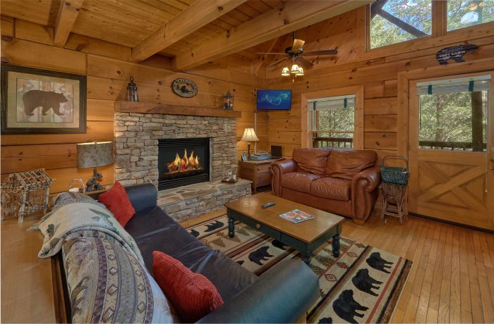 Cabin with Living Room Fireplace - Lazy Retreat