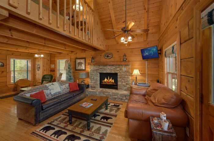 Cabin with Dining Room Table that seats 4 - Lazy Retreat