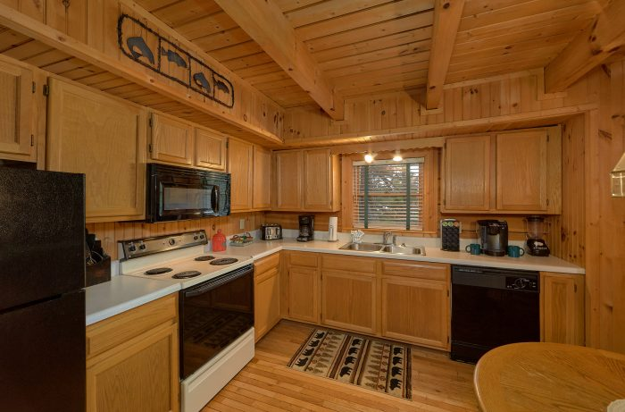 Cabin with Queen Bedroom and Private Bath - Lazy Retreat