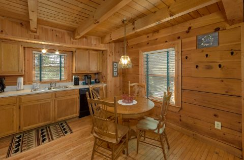 Cabin with Queen Bed, Private Bath and Jacuzzi - Lazy Retreat