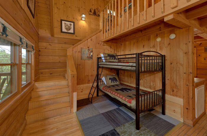 Spacious 1 Bedroom Cabin with extra sitting area - Lazy Retreat