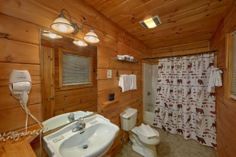 Master Suite Full Bath Room - Lazy View Lodge
