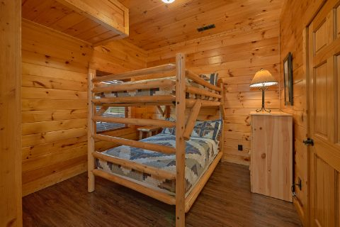 Spacious 4 Bedroom Cabin with Full Bunkbeds - LeConte Waters