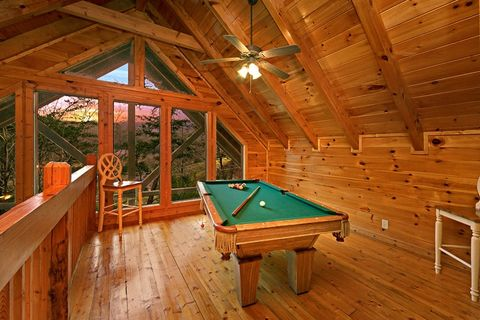 Cabin with Pool Table - Little Cove Hideaway