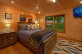 2 bedroom cabin with Private Queen bedroom
