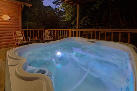 Private Gatlinburg Cabin with hot tub on deck - Little Wren
