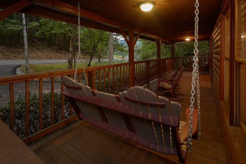 2 bedroom Gatlinburg cabin with porch swing - Little Wren