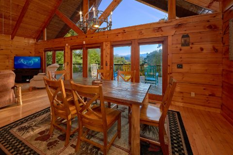 Floor to Ceiling Windows with View 3 Bedroom - Livin' Lodge
