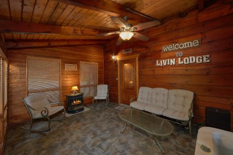 Spacious Screen In Porch with Hot Tub - Livin' Lodge