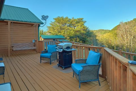 3 Bedroom cabin with grill and porch swing - LoneStar