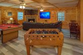 3 bedroom cabin with Pool Table and Foosball